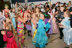 Volles Haus beim Kinderfasching in Amorbach