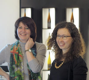 Roswitha Keicher und Victoria Hepting (v.links)